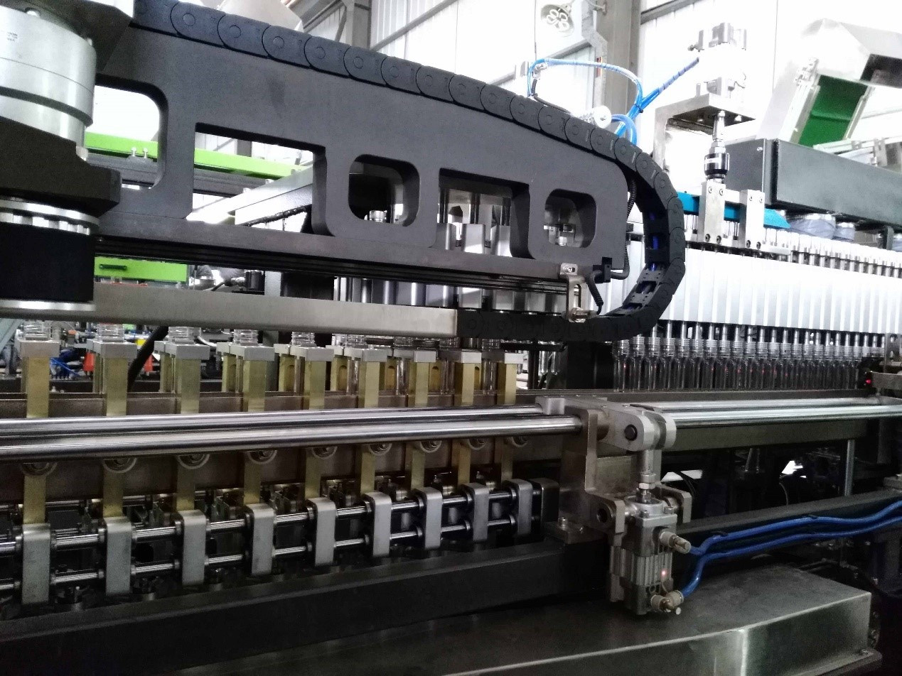 17000-18000BPH Mineral/Pure/Drinking Bottling Water Blowing-Filling-Capping Combi-block Linear Type Blowing